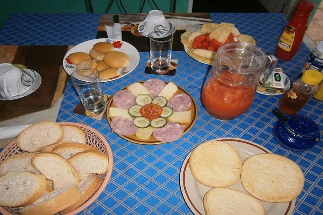 Desayuno en Casa de Griselda y Reinaldo, Viñales, Pinar del Río, Cuba