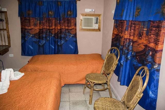 Room for three, Hostal Aliana, Santa Clara, Villa Clara Cuba
