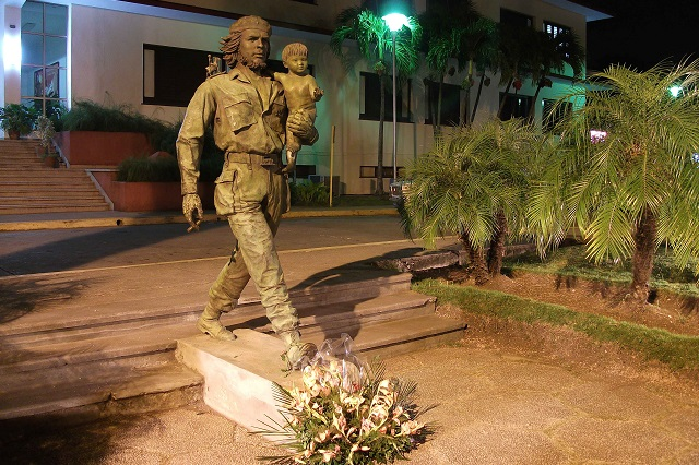 Statue of Ché Guevara, close to Hostal Aliana, Santa Clara, Villa Clara Cuba